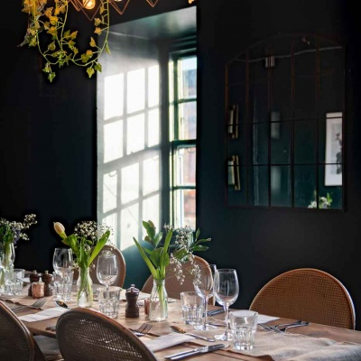 clapham-treehouse-hideaway-table-setting