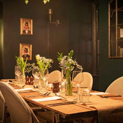 clapham-treehouse-hideaway-table